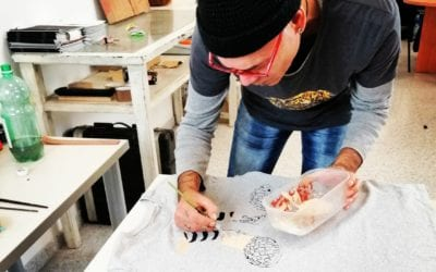 Xan Medina pintando camiseta única